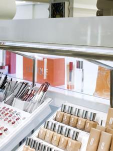 Holt Renfrew - Clinique Boutique<br> <p> Product: STREAMLINE </p>
